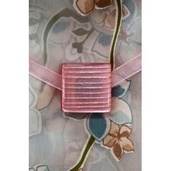 Магнит Скваред розовый